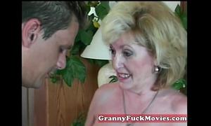 Experienced granny engulfing dilettante knob