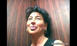 Mature brunette hair wench engulf on hard dick